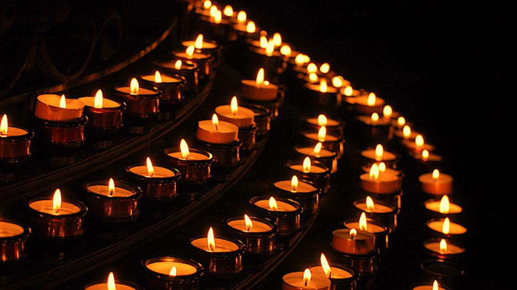 Eine Kerze für die Toten der Welt